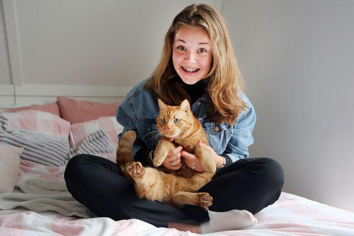 Eva Biesheuvel (16) is eigenlijk het liefst in Breda. Maar haar favoriete plek in het dorp? Dan lekker thuis op bed met de kat Dikkie.