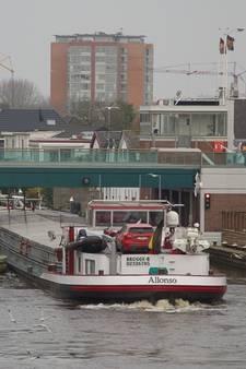 Storing Julianabrug: gesloten voor auto's, 'schip maakt noodstop'