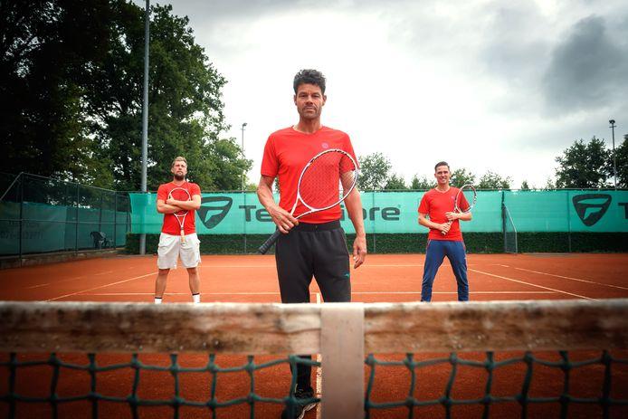 De hoofdpersonen van de tennisacademie YuniQQ. V.l.n.r.: Rick Vleeshouwers, Eric Hoppenbrouwers en Eric Kuijlen.