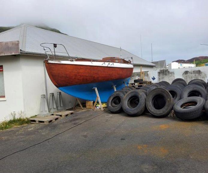 Deze foto plaatste de IJslandse kustwacht bij het opsporingsbericht naar de 63-jarige Nederlander op Facebook. Op de foto is de zeilboot Laurel te zien.