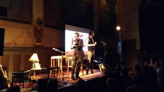 Rob Woumans en Ivo Victoria houden interviews en presenteren performances.