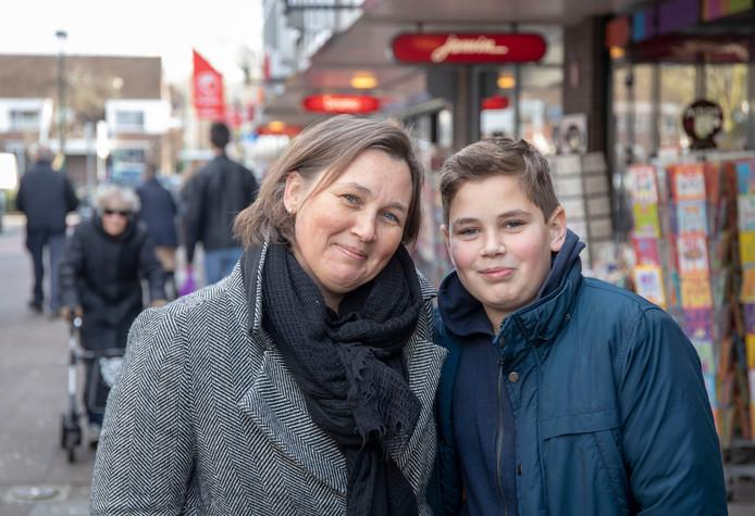 Mieke Meeuse met zoon Hidde.