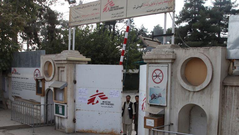 De ingang van het ziekenhuis van Artsen zonder Grenzen in Kunduz. Beeld reuters