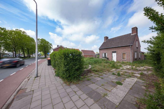 De gemeente Steenbergen wil het leegstaande pand aan de Franseweg 99a komen voor de mogelijke aanleg van een westelijke rondweg.