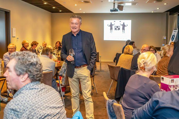 """Bart Vanderstraeten tussen de deelnemers bij het Bergse Wijngilde Sucellus. ,,Veel mensen mailden dat ze graag lid wilden worden van het Bergse Wijngilde."""""""