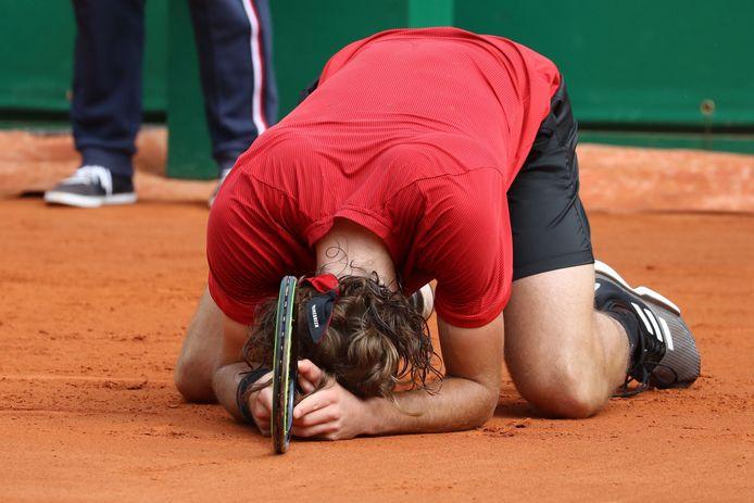 Emoties bij Stefanos Tsitsipas na het winnen van de finale.