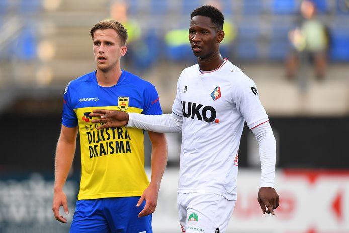 Cambuur-verdediger Marco Tol en Telstar-spits Glynor Plet.