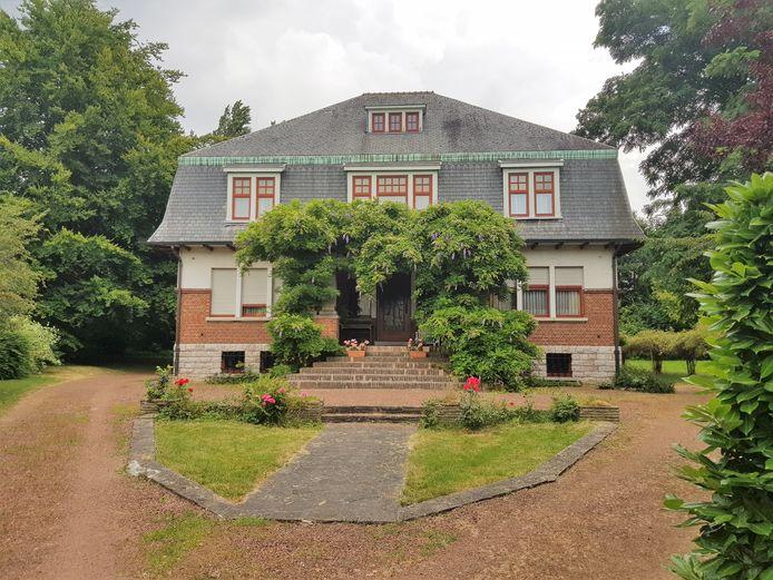 De villa op de hoek van de Villalaan en de Welkomstlaan in Halle.