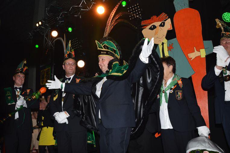Dario Pieters, de nieuwe prins carnaval Ninove in zijn prinsenkostuum.