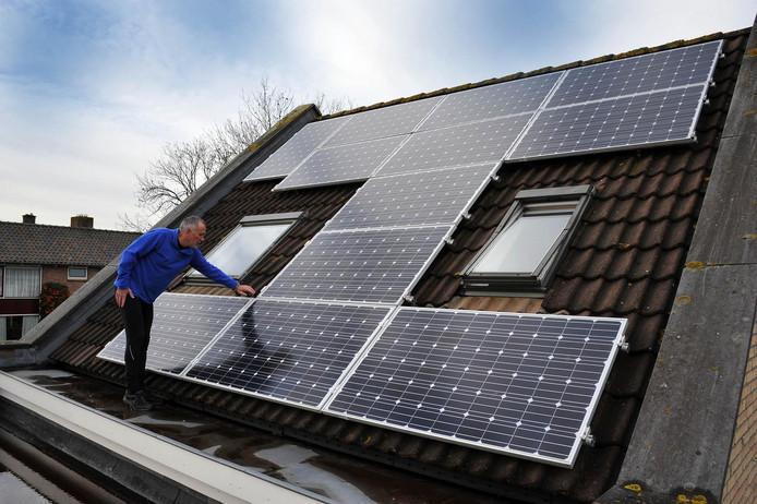 Steeds meer daken in de Drechtsteden zijn bedekt met zonnepanelen.