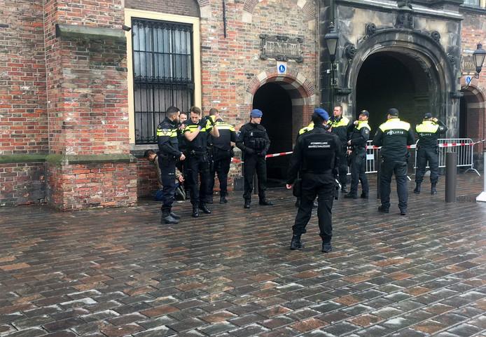 Man opgepakt bij Binnenhof.