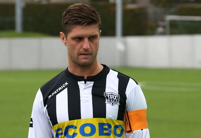 MIguel Verwee was de aanvoerder bij Blauwvoet Otegem. Hij zakt straks twee reeksen en gaat in vierde provinciale voetballen.