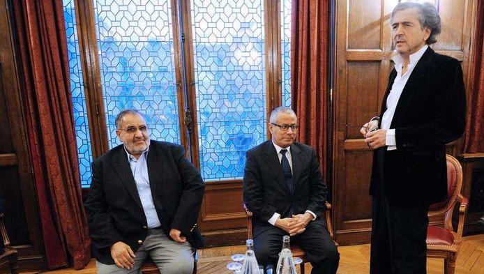 Bernard-Henri Levy à Paris avec les représentants du Conseil National de Transition Manssour Saif Al Nasser (à gauche) et Ali Zeidan (au centre).