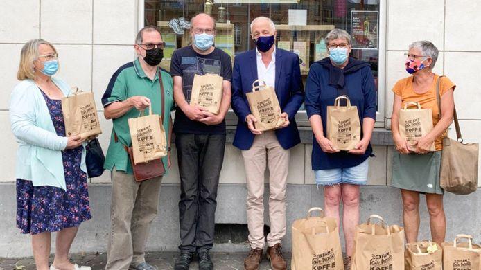 11.11.11 schonk 500 euro lokale consumptiecheques aan asielzoekers die in gemeente verblijven