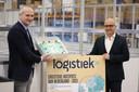 De regio Tilburg-Waalwijk is weer uitgeroepen tot logistieke hotspot van Nederland. Waalwijks wethouder Ronald Bakker (rechts) en Jorn Versteijnen,  algemeen directeur van Versteijnen Logistics, zijn blij met de derde titel op rij.