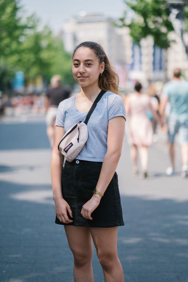 DinaEl Menchawy (16) volgt mode en wil modeontwerpster worden. Geen slechte optie, nu het creatieve aan belang wint. Beeld Wouter Van Vooren