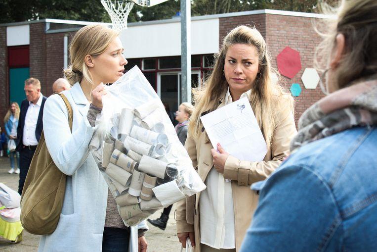 Actrice Jennifer Hoffman neemt het in de Nederlandse reeks 'De luizenmoeder' op tegen de moedermaffia. Beeld AVROTROS