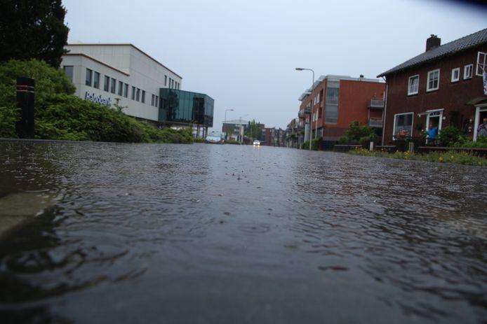 In Rijssen zijn veel straten in en rondom het centrum zijn volledig gevuld met water.