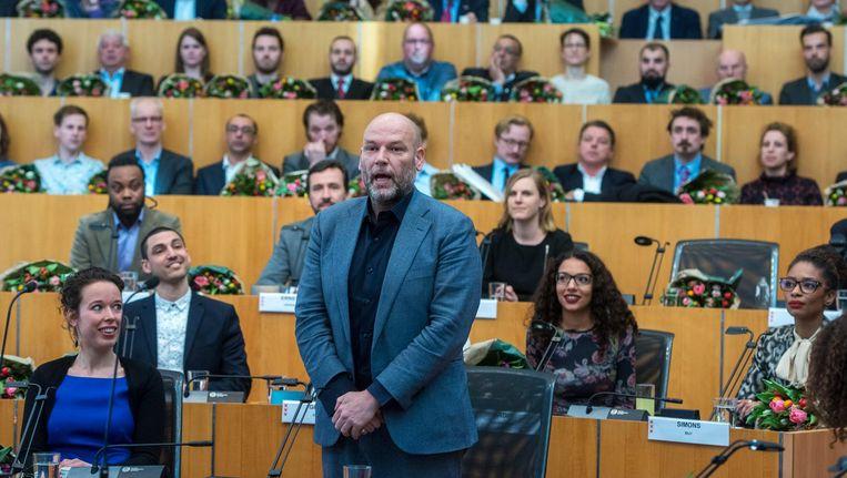 Rutger Groot Wassink van GroenLinks legt de eed af tijdens de installatie van de nieuwe gemeenteraad. Beeld anp
