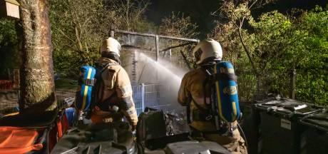 Brand uitgebroken in fietsenberging bij basisschool in Eemnes