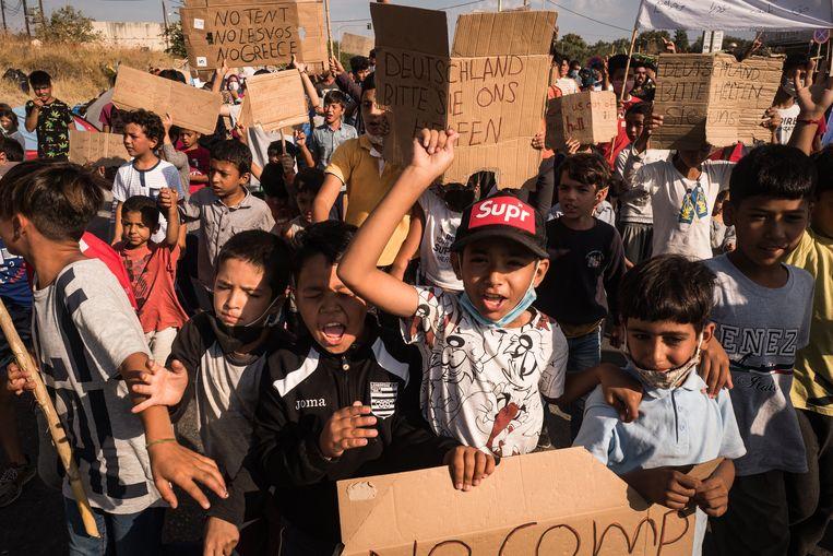 Kinderen protesteren tegen verhuizing naar een andere locatie. Beeld Nicola Zolin