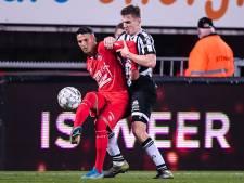 FC Twente-trainer Jans maakt een derby-knipselkrant voor zijn spelers