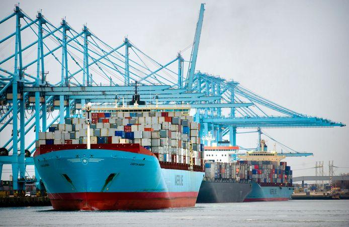De Rotterdamse overslagterminal APMTR wordt verkocht aan Hutchison Ports, eigenaar van de naastgelegen ECT Delta terminal.