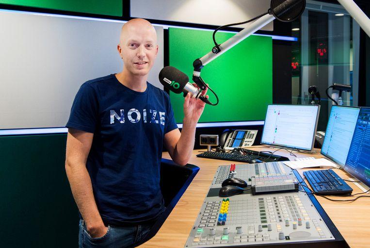 Radio 10-dj Lex Gaarthuis, maker van het coronalied 'voorkomen is beter dan Chinezen'. Beeld ANP Kippa