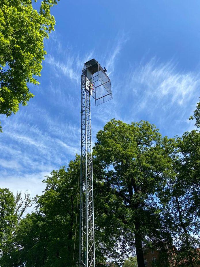 De staande wip van 26 meter hoog.