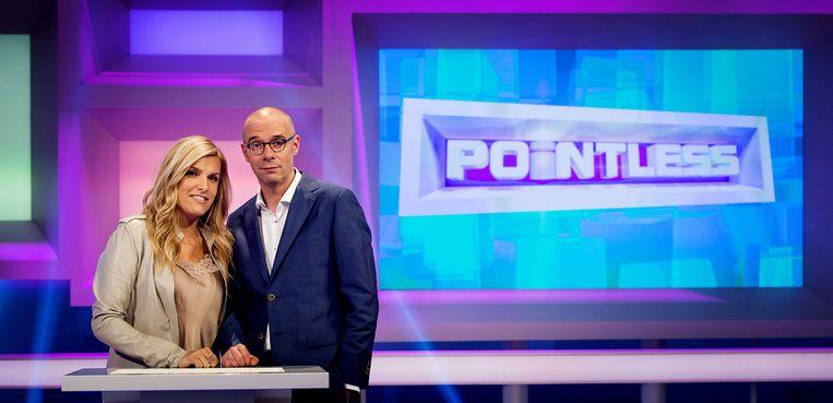 Presentatrice Lucille Werner en co-host Owen Schumacher (R) tijdens de repetitie van het nieuwe spelprogramma Pointless. Beeld anp