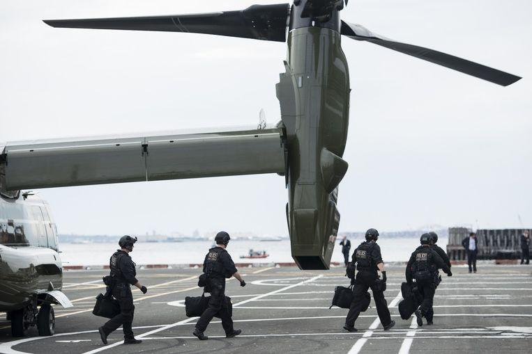 Leden van de elite-eenheid CAT stappen in New York uit een Osprey-helikopter om een bezoek van Obama voor te bereiden. Het team moet een aanval afslaan als de president het doelwit wordt van een aanslag. Beeld AFP