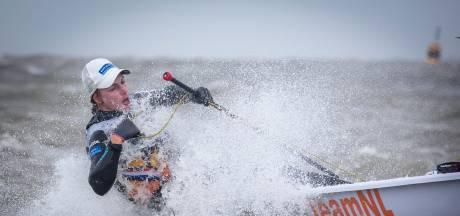 Bouwmeester klimt naar tweede plek bij WK Laser Radial