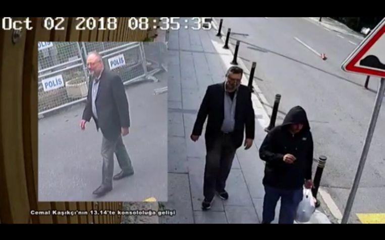 Khashoggi arriveert bij het Saoedisch consulaat (links). Op het beeld rechts is een andere man te zien in kleren van Khashoggi. Beeld Reuters