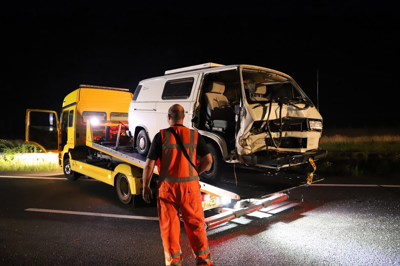 Flinke schade bij ongeluk met drie voertuigen op A15 bij Tiel