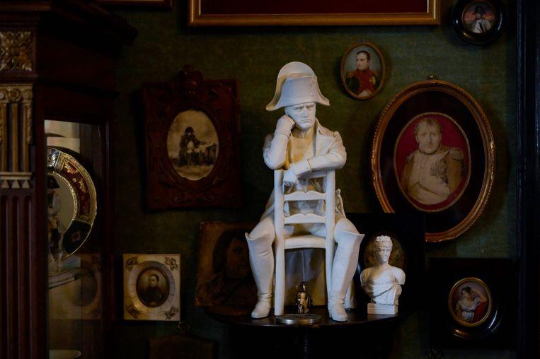 Een Russische verzameling Napoleon-snuisterijen. Begin negentiende eeuw werd de Franse generaal door de adel gezien als groot strateeg, nadat hij Rusland was binnengevallen, verbleekte dit enthousiasme snel.  Beeld AFP