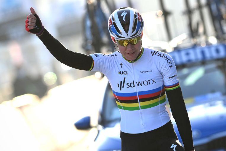 Duimpje omhoog van Anna van der Breggen, een sterke opening van haar laatste seizoen. Beeld BELGA