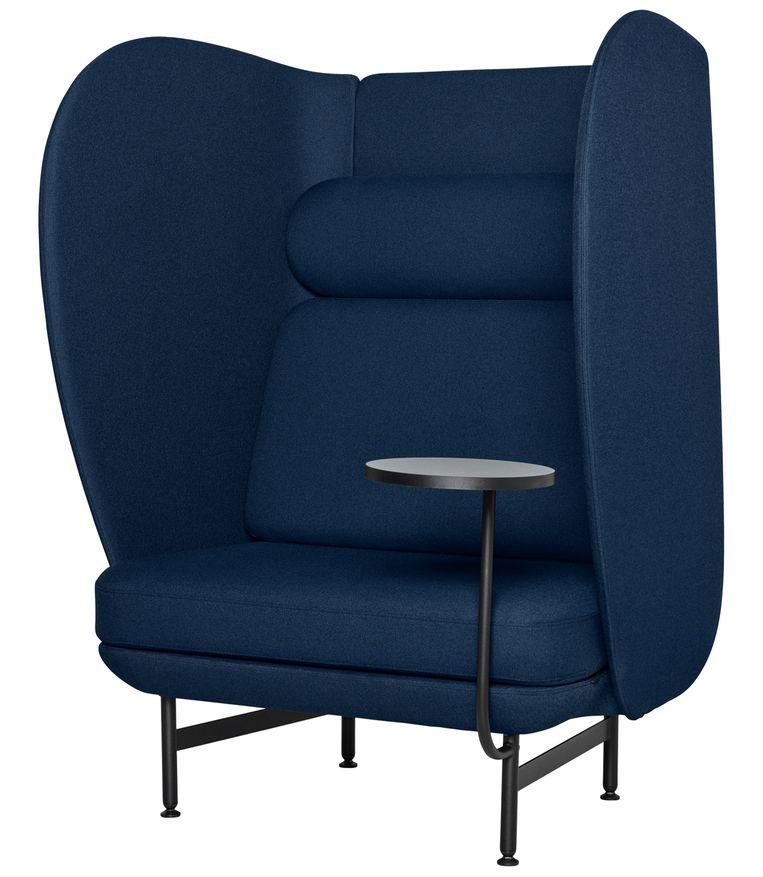 Deens meubelmerk Fritz Hansen vroeg de Spaanse ontwerper Jaime Hayon om een comfortabel en stijlvol kantoormeubel te ontwerpen. Zijn antwoord: de 'Plenum'-bank met hoge rug- en zijleuning, vanaf €3.418. fritzhansen.com Beeld .