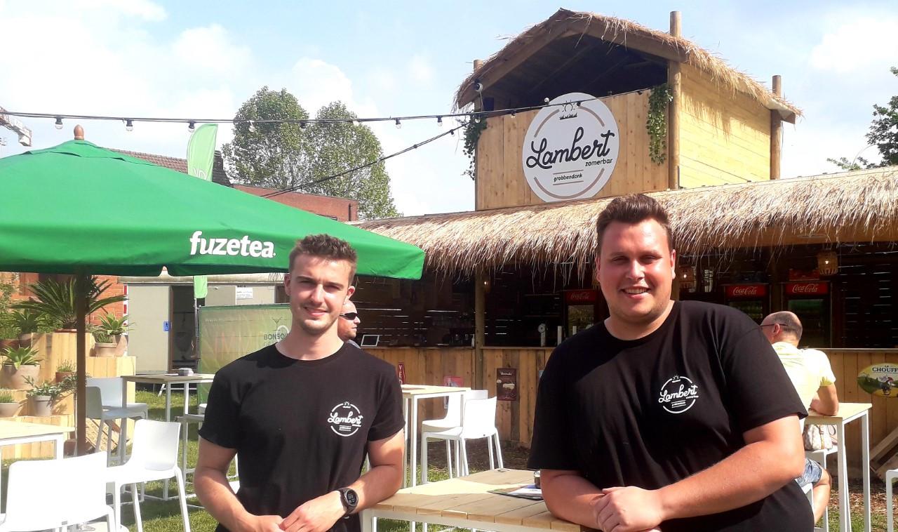 Brent Geukens en Yannick Van Hauwe baten voor het tweede jaar op rij 'Zomerbar Lambert' in Grobbendonk uit