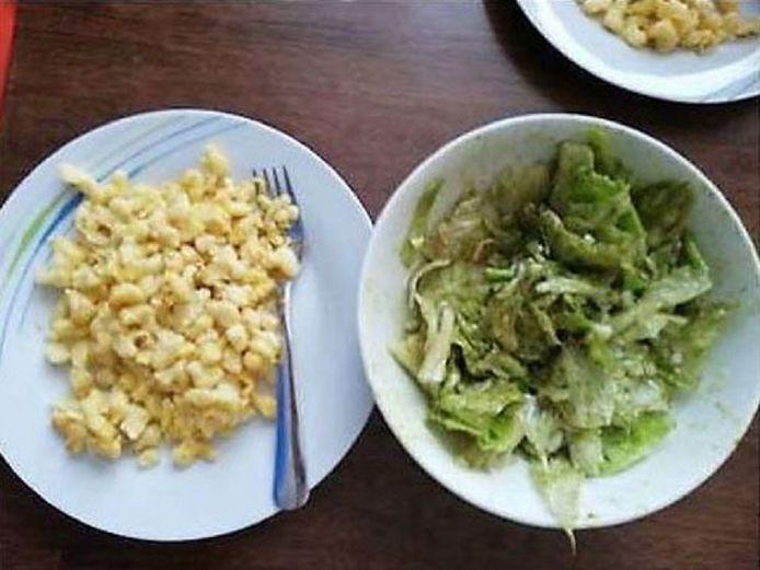 De foto van de gnocchi met groene salade waarvoor de politieman is veroordeeld.