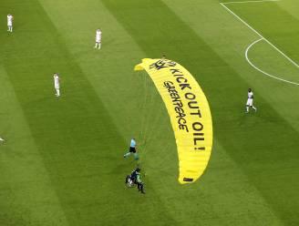 """Sluipschutters hadden parachutist in stadion al in vizier: """"Dankzij logo van Greenpeace leeft hij nog"""""""