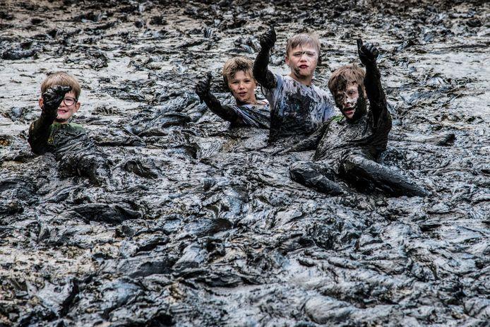 Spelende kinderen in Aalst (archief)