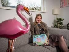 Voorleesboek Fluffy de Flamingo in Heerder dialect: 'Communiceren in dialect moet blijven'