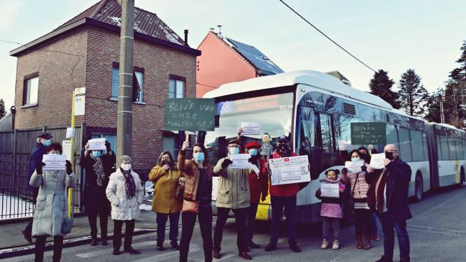 """Sint-Amandsberg voert actie tegen schrappen bushaltes: """"Ik denk er zelfs aan om een wagen te kopen"""""""