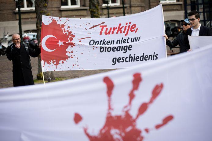 Demonstranten voerden vorig jaar actie op het Plein in Den Haag voor de erkenning van de Armeense genocide.