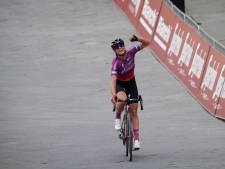 Blaak maakt ploegenspel perfect af en wint Strade Bianche