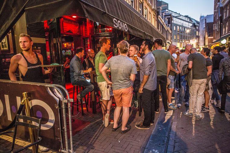 De Reguliersdwarstraat in Amsterdam , toen de horeca nog helemaal open was.  Beeld Amaury Miller