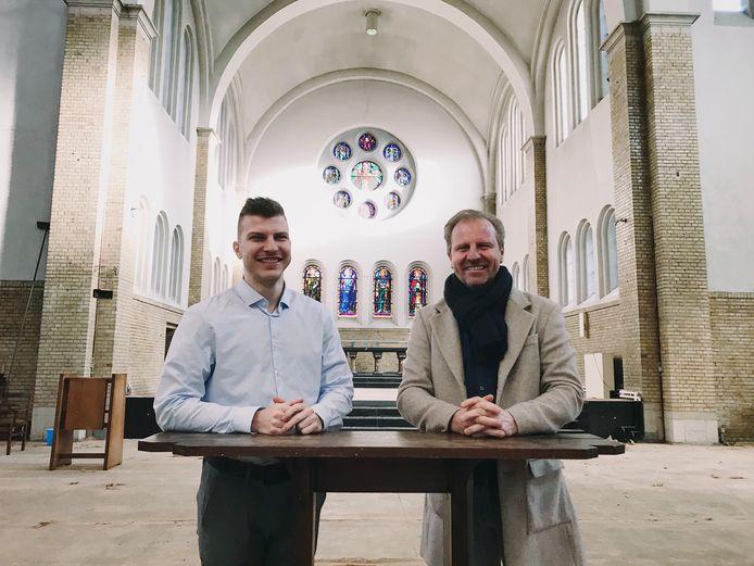 Kenzo en Bart Noël in hun kerk.