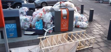 Waarom moeilijk doen als je je zooi kunt dumpen op een willekeurige plek in Enschede?