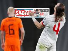 Turkse media snoeihard: 'Verbaas je niet als Oranje met De Boer als coach WK niet haalt'