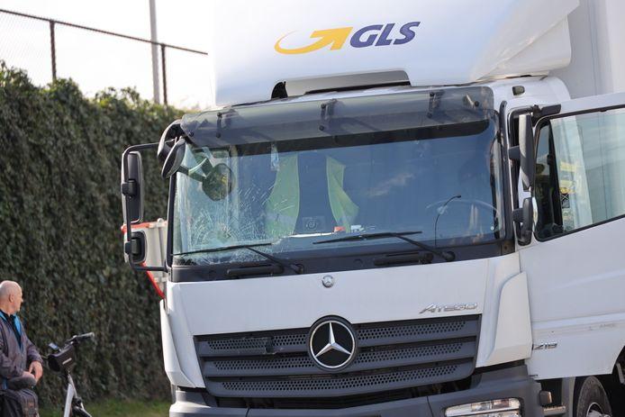 Ernstig ongeval in Waalwijk: fietser geschept door vrachtwagen.